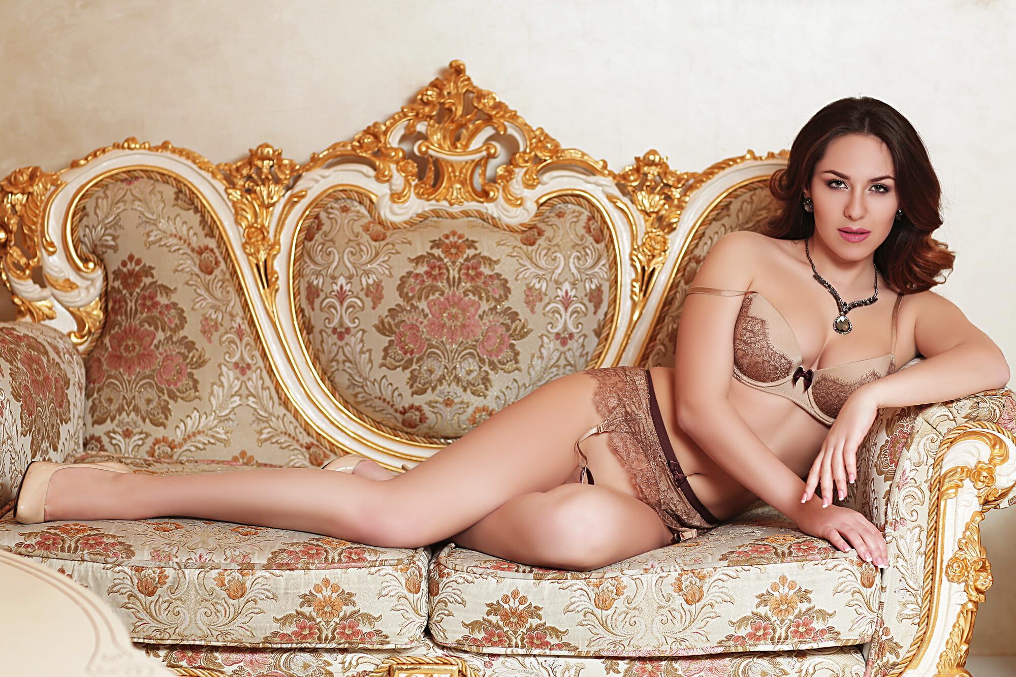 Проститутки салон куртизанки снять проститутку круглосуточно москва